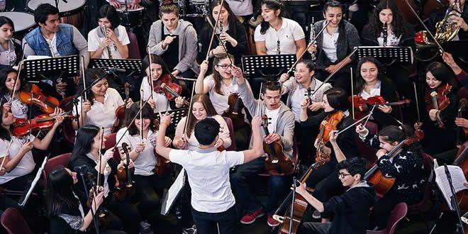 Barış İçin Müzik Vakfı'nın düzenlediği 'Sanatsal yaşama her çocuğun hakkı vardır' sloganıyla başlatılan çalışmada maddi durumu kısıtlı 5 bin çocuğa müzik eğitimi verildi.