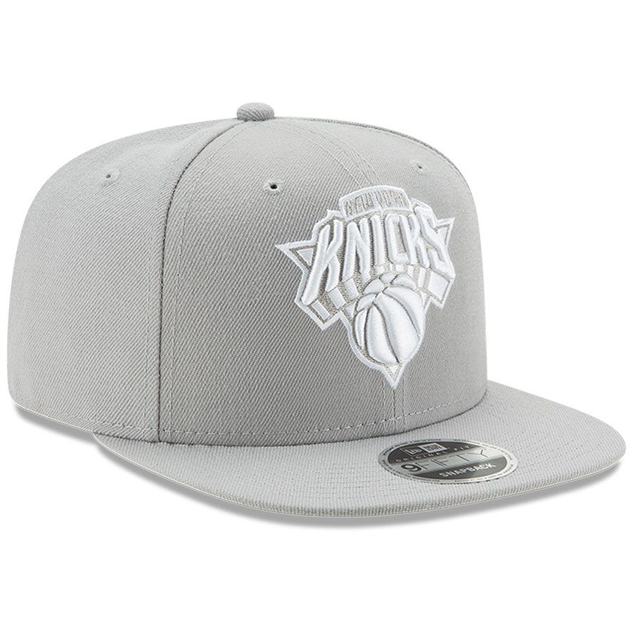 Men s New York Knicks New Era Gray League Basic Original Fit 9FIFTY  Adjustable Snapback Hat   9d7ddf2ac5c2