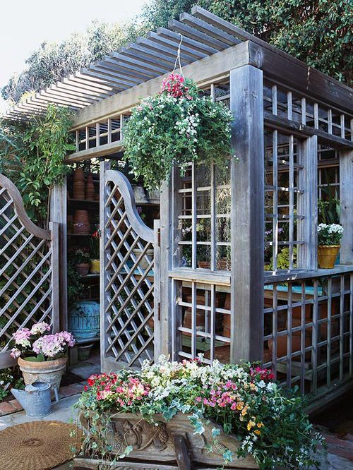 Garden Sheds 4x4 corners are 4x4 or 6x6, roof -2x2, lattice walls look like 1x1s or