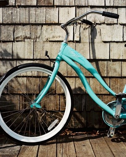 ...we will take a cruise through the Hamptons. Turquoise vintage beach cruiser bike