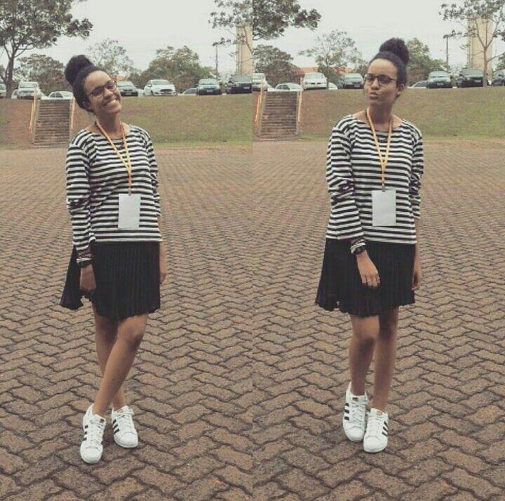 Look do dia: blusa listrada + saia + tênis