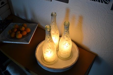 bottle with candle tablett mit flaschen windlichter f r innen und aussen mit 4 flaschen sind. Black Bedroom Furniture Sets. Home Design Ideas