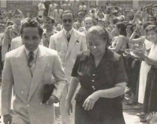 الملك فيصل رحمه الله في اعداديه بغداد المركزيه للبنات عام 1957...