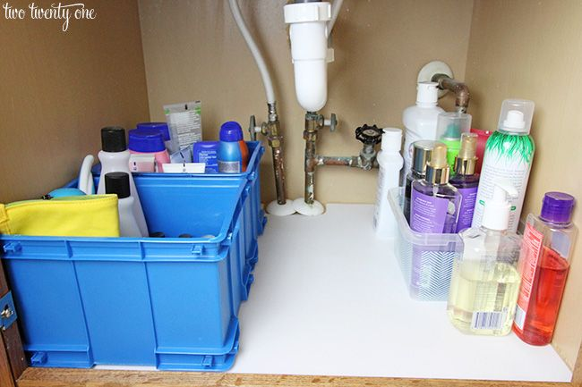 Organize your bathroom and keep it clean with Easy Liner® with Clorox®