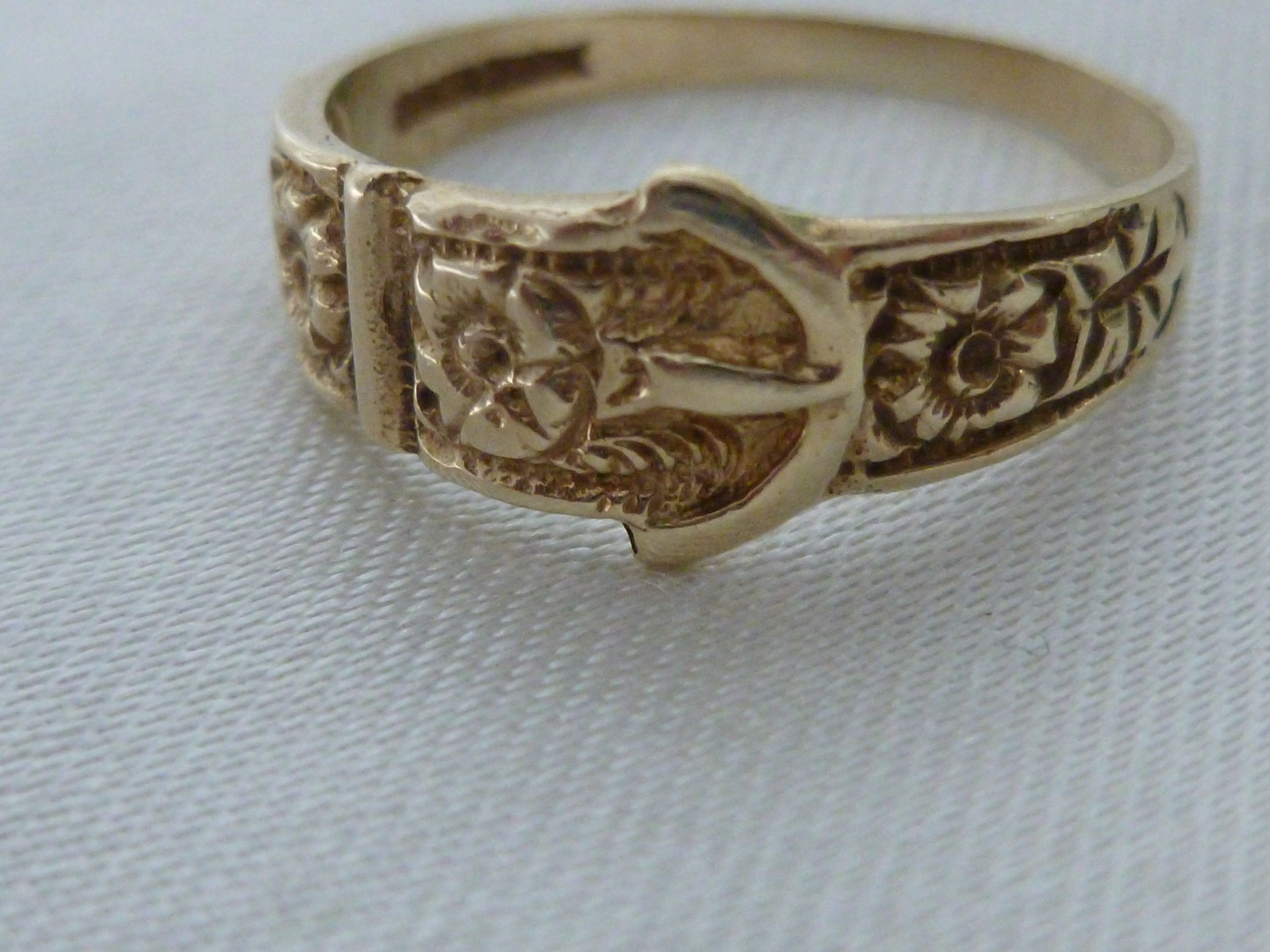 Ladies gold buckle ring full hallmarked gold ring 9kt