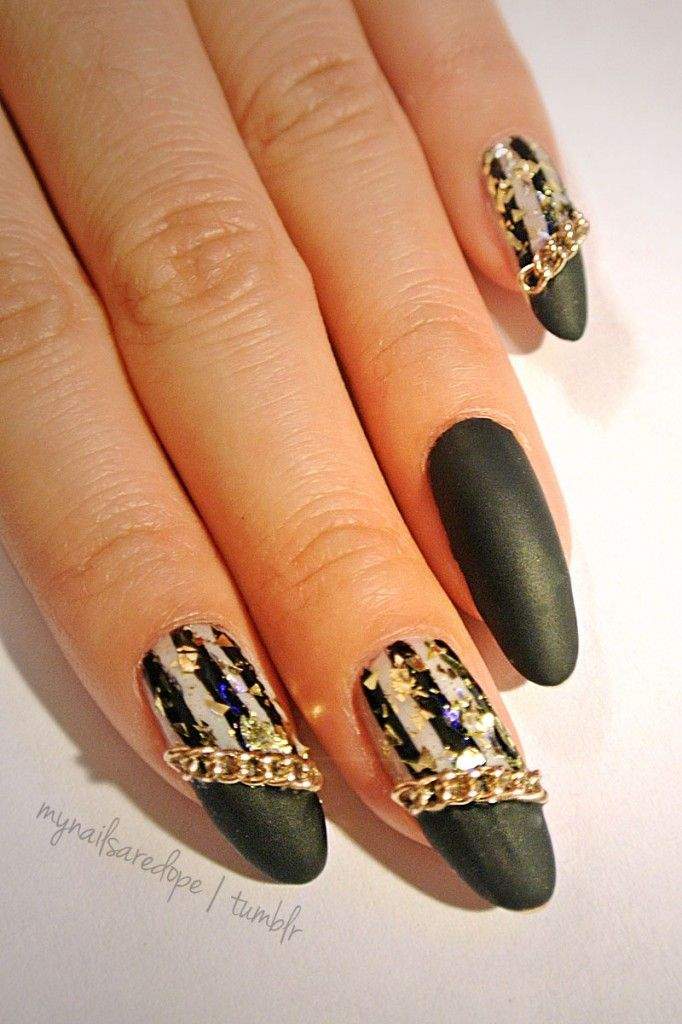 Pretty Nails with Gold Details nails ideas nails design Manicure ...