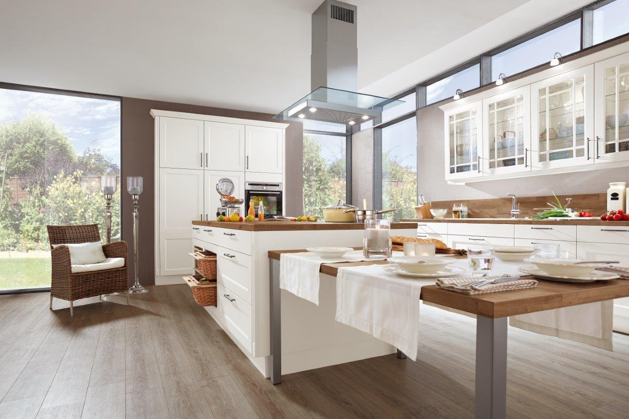 Wyspa Kuchenna I Stol To Niezwykle Praktyczne Rozwiazanie Kuchnia Meble Kitchen Furniture Design Kitchen Design Cottage Style Kitchen Kitchen