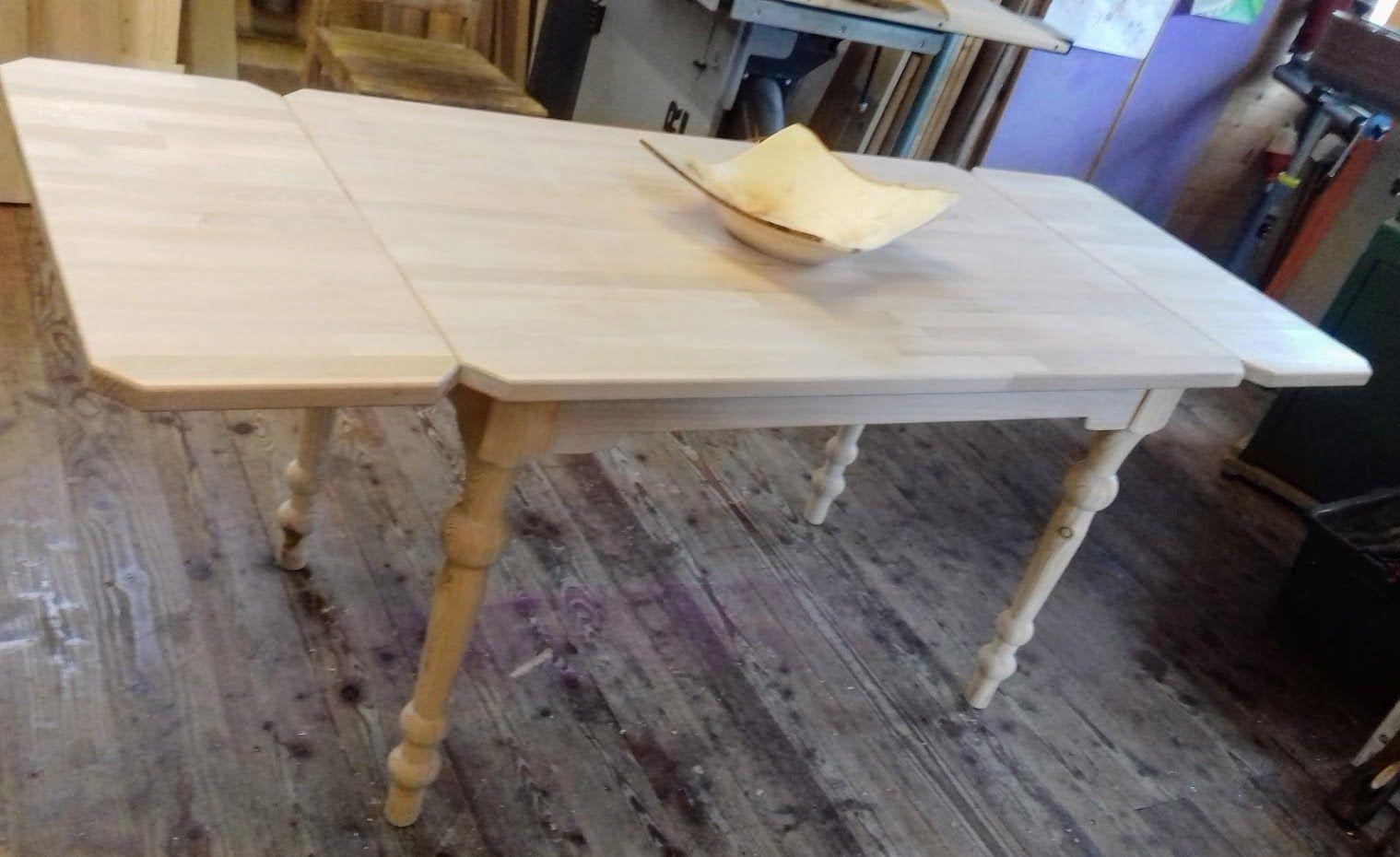 Tisch mit Ansteckbretter