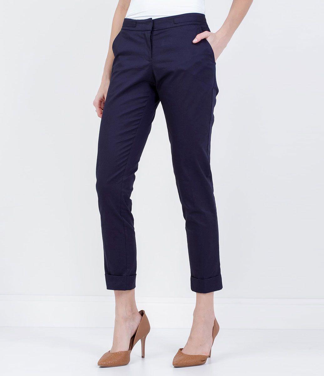 80b7d30fa533 Calça feminina Modelo cigarrete Marca: Cortelle Tecido: Algodão Composição:  97% algodão; 3% elastano Modelo veste tamanho: 36 Medidas da modelo:  Altura: 1 ...