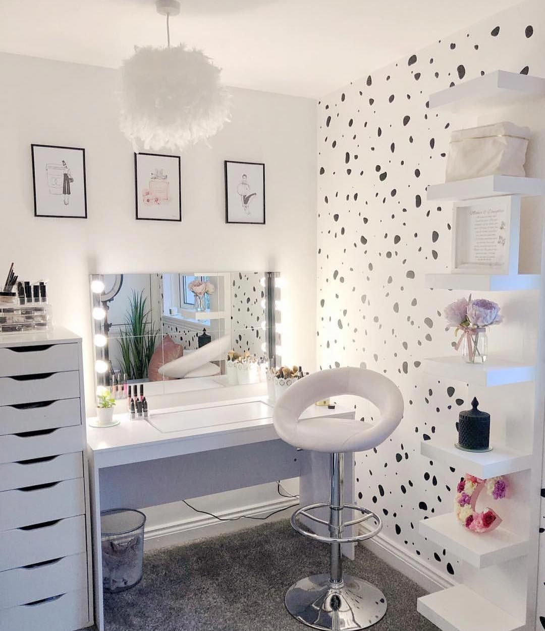 """Olivia Jent on Instagram: """"Speckled wallpaper 🤩 YAY or NAY"""