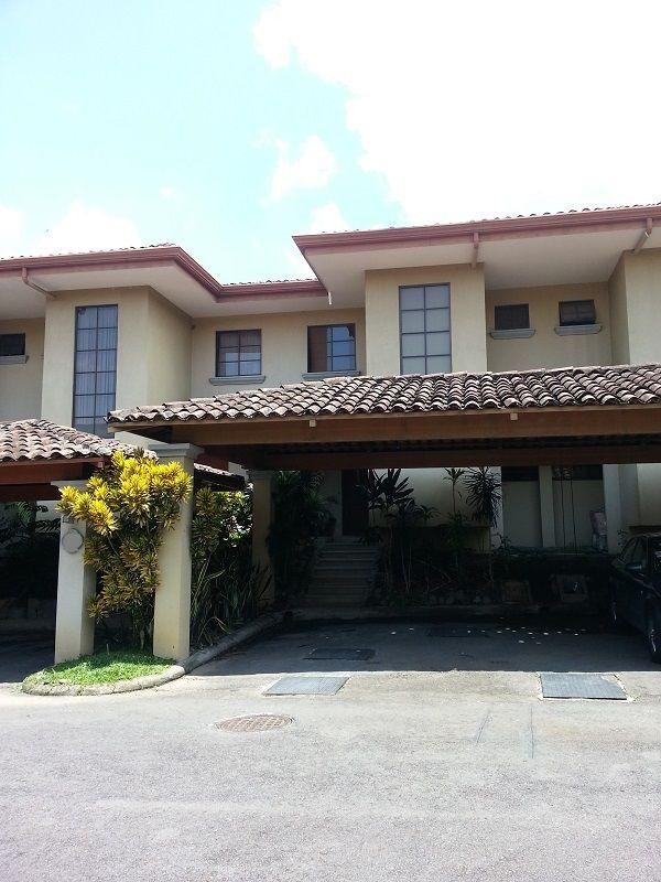 Linda casa en Condominio Hacienda del Valle, Santa Ana