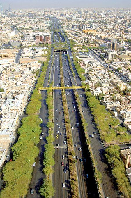 طريق الملك فهد شريان الرياض يربطها من الشمال الى الجنوب World Cities Riyadh Saudi Arabia City Skyline