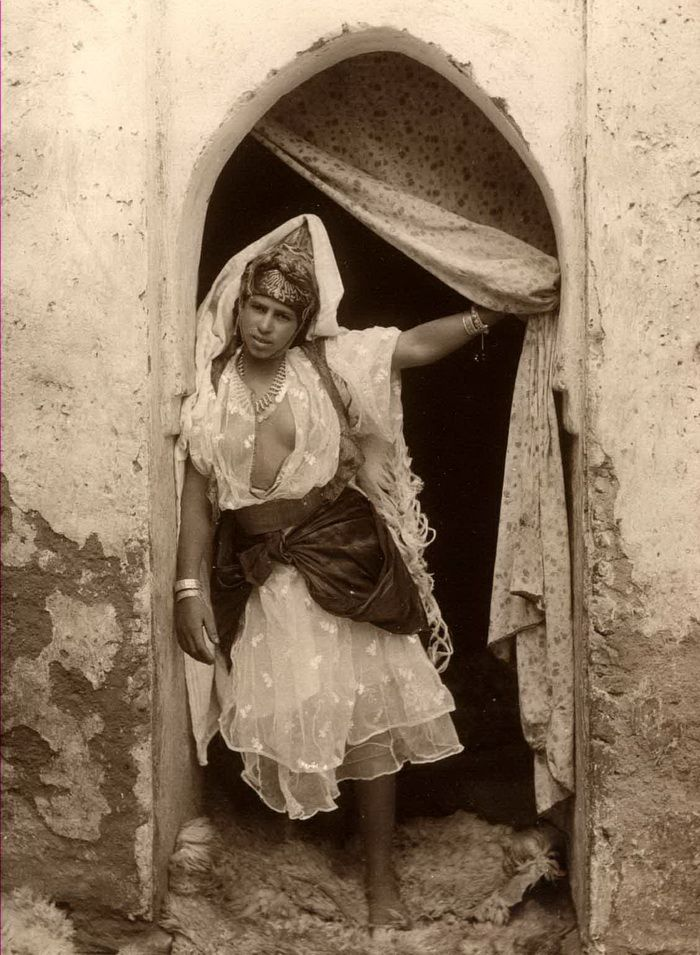 """Berber Women, and so called """"Moriscos.""""  Moriscos (Spanish: [moˈɾiskos], Catalan: [muˈɾiskus], [moˈɾiskos]; Portuguese: mouriscos [mo(w)ˈɾiʃkuʃ], [mo(w)ˈɾiskus]; meaning """"Moorish"""") were former Muslims who converted or were coerced into converting to Christianity, after Spain finally outlawed the open practice of Islam by its sizeable Mudejar population in the early 16th century."""