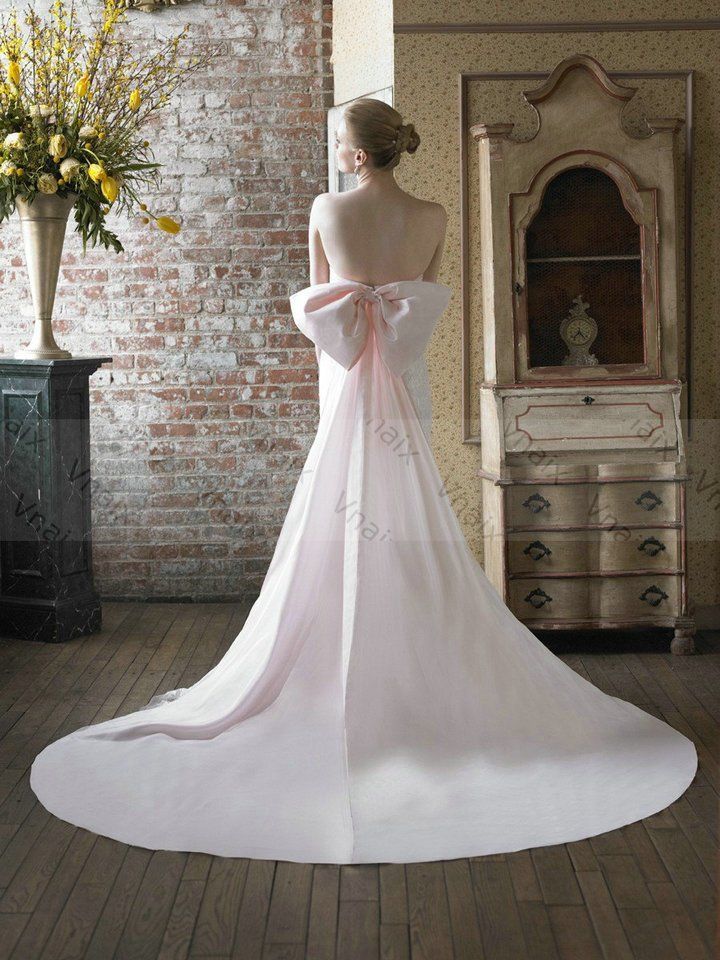 Wedding Dresses With A Bow And Train In The Back