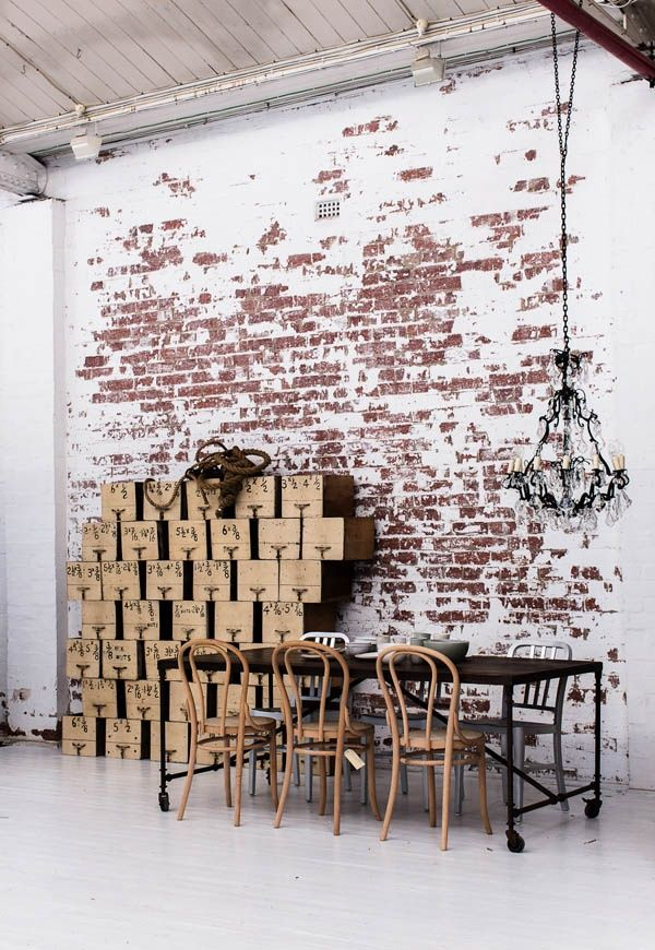 Hoe gaaf is het niet om een stenen muur in je woonkamer te hebben kijk maar eens naar de idee n - Hoe een rechthoekige woonkamer te voorzien ...