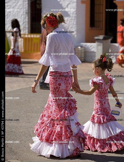 Vestiti Da Sera Wikipedia.Traje De Faralaes Wikipedia Buscar Con Google Traje Flamenca