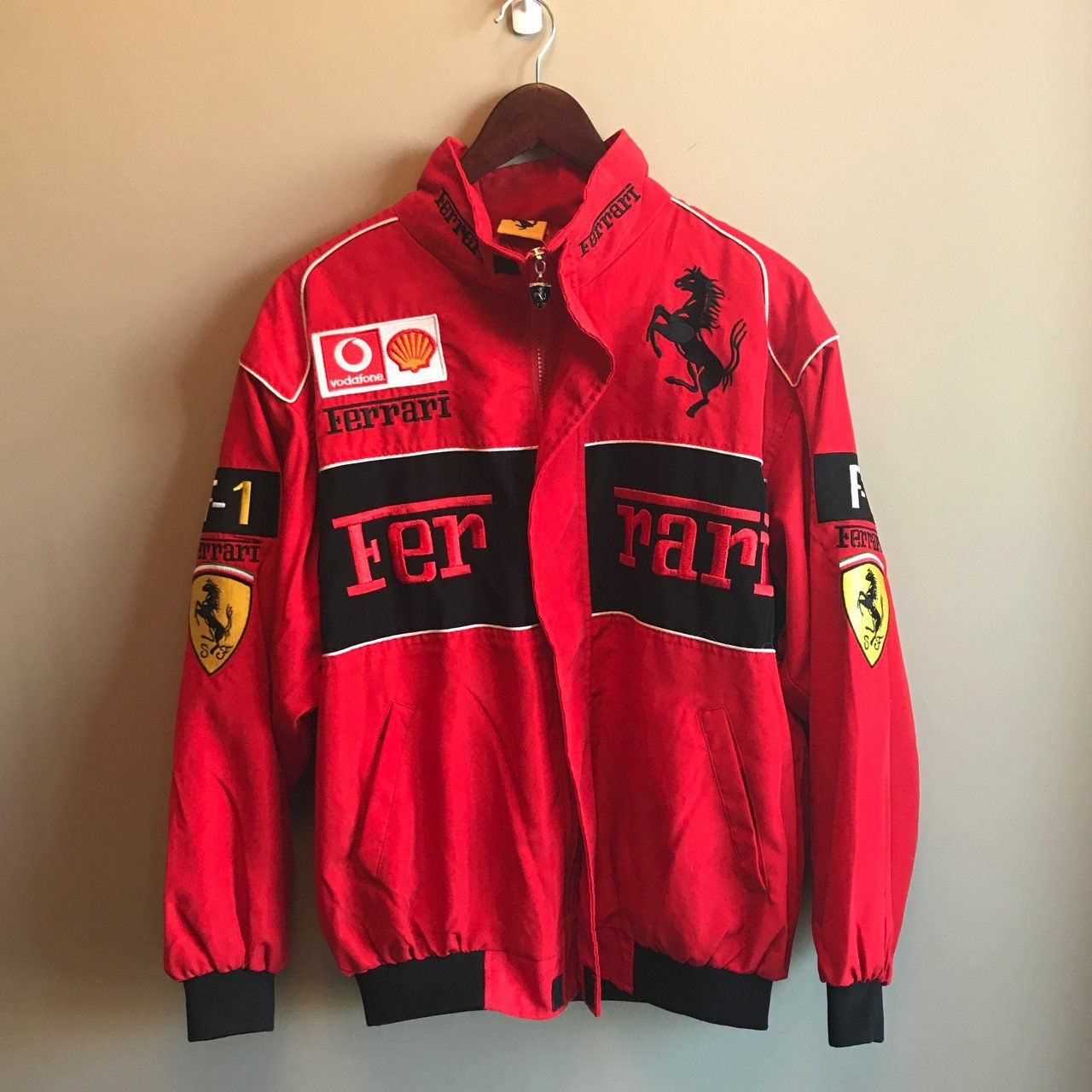 Vintage Ferrari Jacket Amazing Condition And Very Rare Retails For Around 100 No Size Shown But Probably Jacket Outfit Women Vintage Racing Jacket Jackets