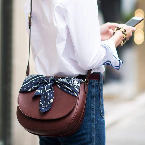 O novo jeito de amarrar bandana na bolsa #bags