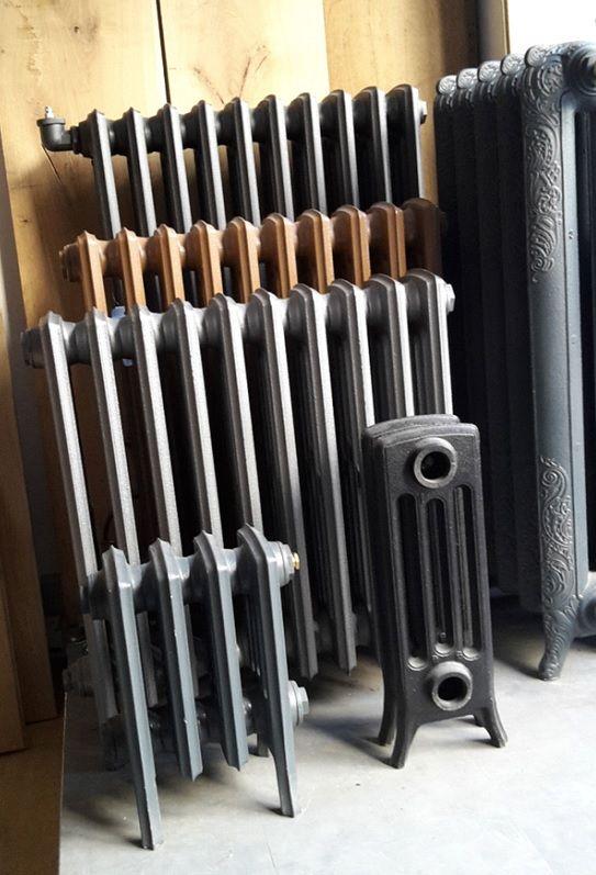 radiateurs en fonte colonnes pour chauffage central le radiateur en dernier plan est un. Black Bedroom Furniture Sets. Home Design Ideas