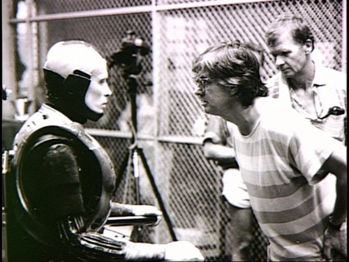 The RoboCop suit was so hot and heavy that Peter Weller was losing 3 lbs a day from water loss. Eventually, an air conditioner was installed in the suit.    RoboCop (1987)