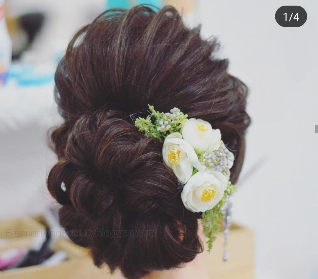 Indian Wedding Bun Hairstyle Pictures For To Be Brides Fabb Hairdo Wedding Wedding Bun Hairstyles Bridal Hair Decorations