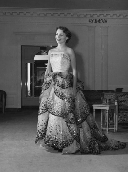 Junon By Christian Dior At A Fashion Show At Seattle S I Magnin 1949 Fashion Designers Famous Historical Dresses Fashion Designers Names