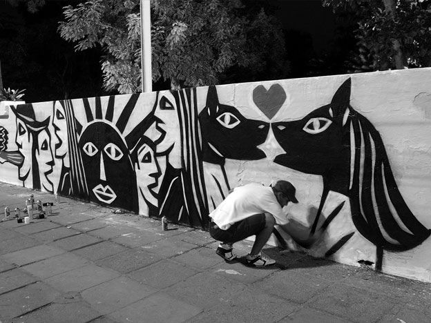 Derlon at work on the streets of Recife.
