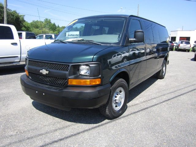 2008 Chevrolet Express 3500 Extended 15 Passenger Van 6 0l V8 Engine Stabilitrak Traction Control Multi Zone Ac And He With Images 15 Passenger Van Chevrolet Smithfield