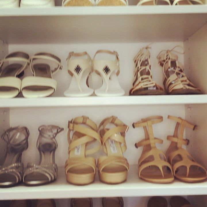 In case you need a distraction today, here are some organized shoes for you to look at! 🤩 And here are some tips to help you achieve this look for your shoe shelves! 💫 👠 Declutter. Get rid of any shoes you don't love! 👡 Arrange. Display your shoes in light to dark order. 🥿 Display. Use clear acrylic shoe display stands to prop up your flat shoes so you can see them better. #prettysmartspaces #shoes #organized #closet #shelfstyling #closetorganization #shelfie #organizing #shoedisplay #close