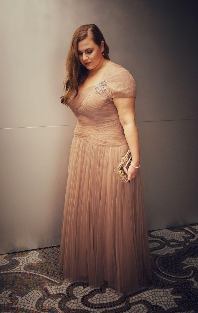 Plus size curvy fatshion ball gown dress red carpet opera laya