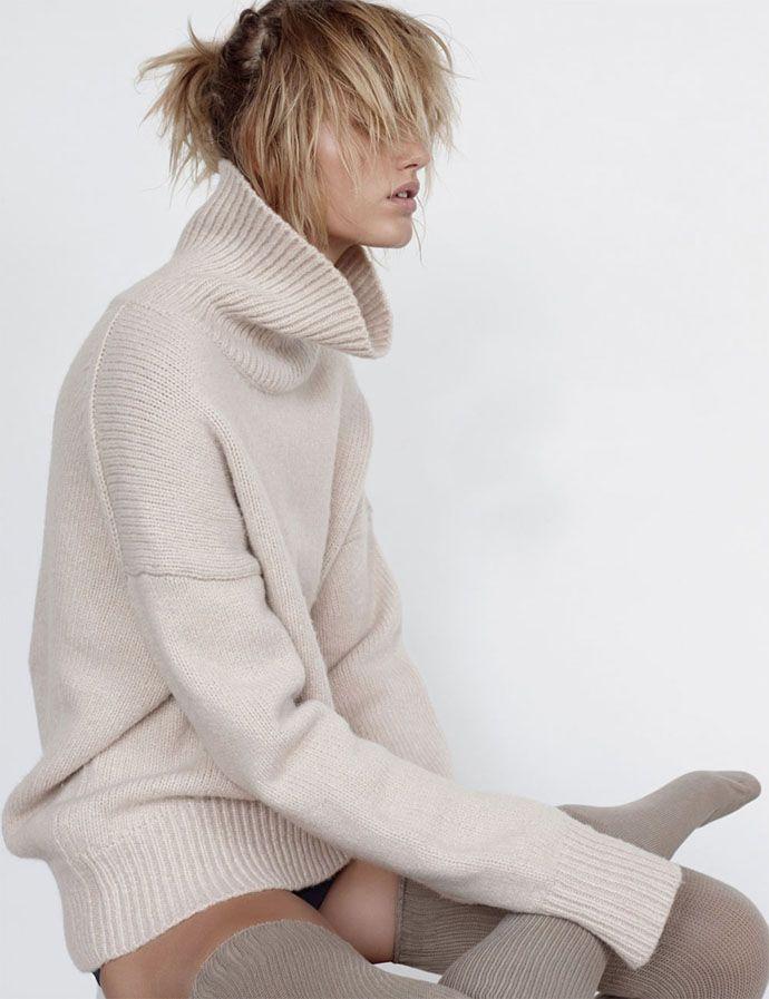 louise-mikkelsen-by-stephen-ward-for-elle-australia-february-2015-winter-knit-editorial-1