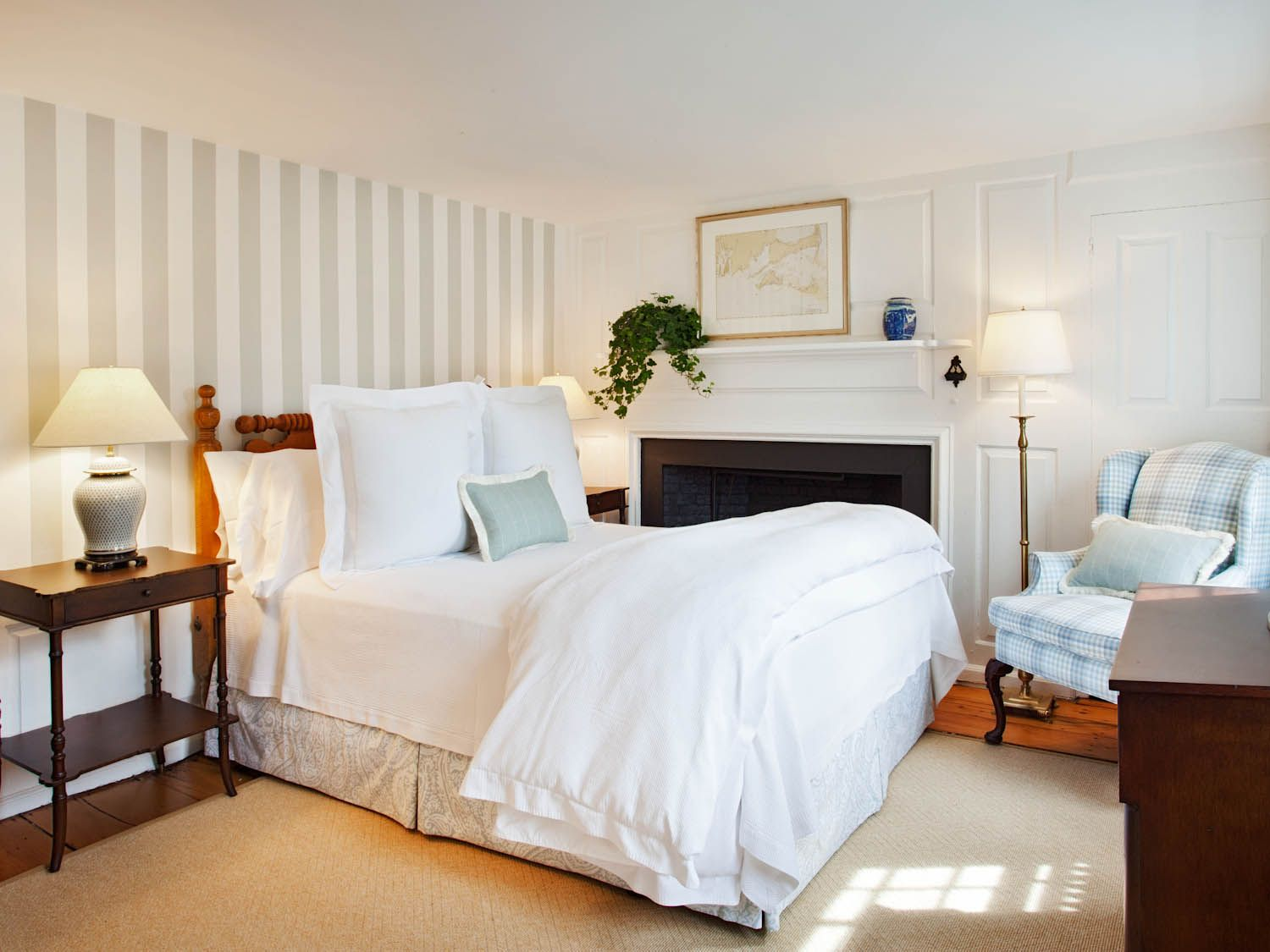 No 4 queen room in nantucket hotel luxurious inn in for Top rated boutique hotels