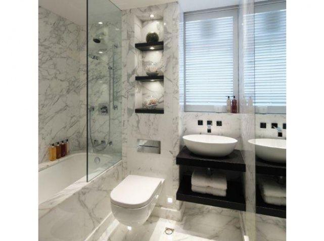 La salle de bains su0027habille en noir et blanc