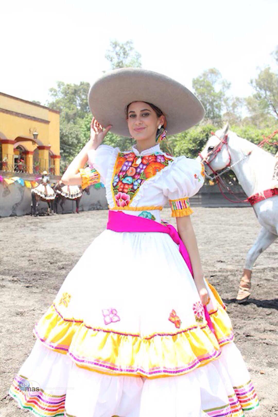Escaramuza | Mexican for a Mexican | Vestidos mexicanos ...