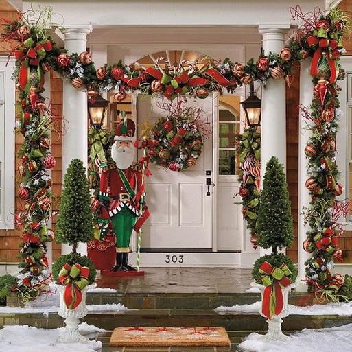 Favorite Christmas Porch Decoration Ideas 13 Popular Living Room D Front Door Christmas Decorations Outside Christmas Decorations Front Porch Christmas Decor