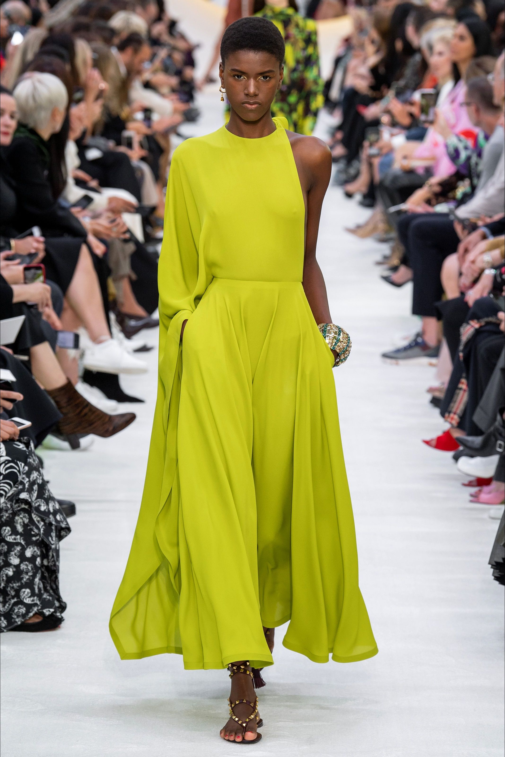 Vestiti Eleganti Valentino.Sfilata Valentino Parigi Collezioni Primavera Estate 2020