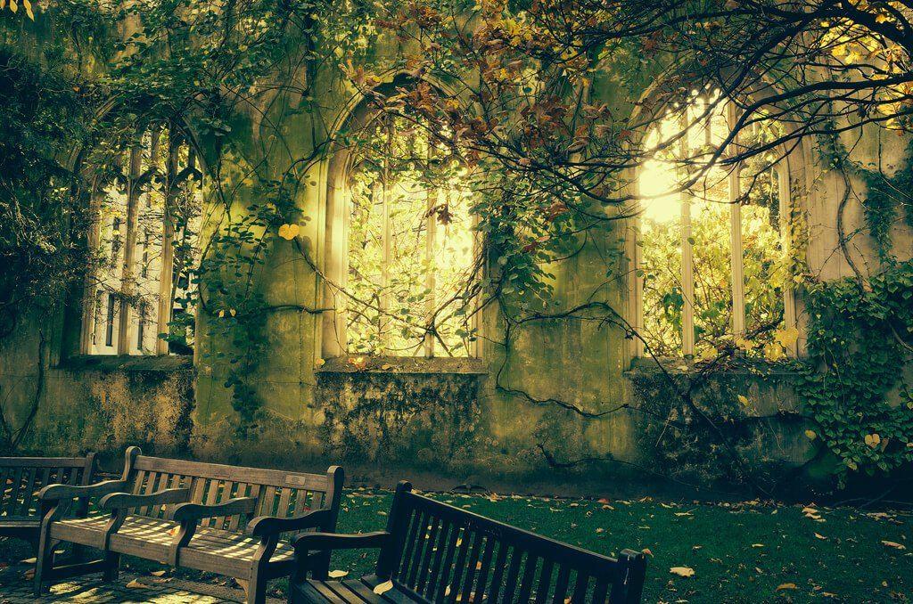 http://i0.wp.com/secretldn.com/wp-content/uploads/2015/10/St-Dunstans-In-The-East-abandoned-church-Photos-of-London-Laura-McGregor-.jpg