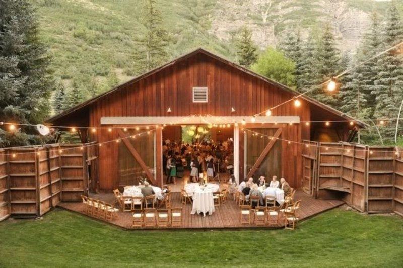 Barn Ideas Part - 31: 25 Inspiring Barn Wedding Exterior Decor Ideas | Weddingomania
