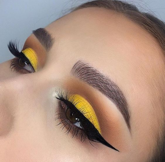 Photo of Yes, You Can Wear the New Yellow Eyeshadow Trend, Here's How