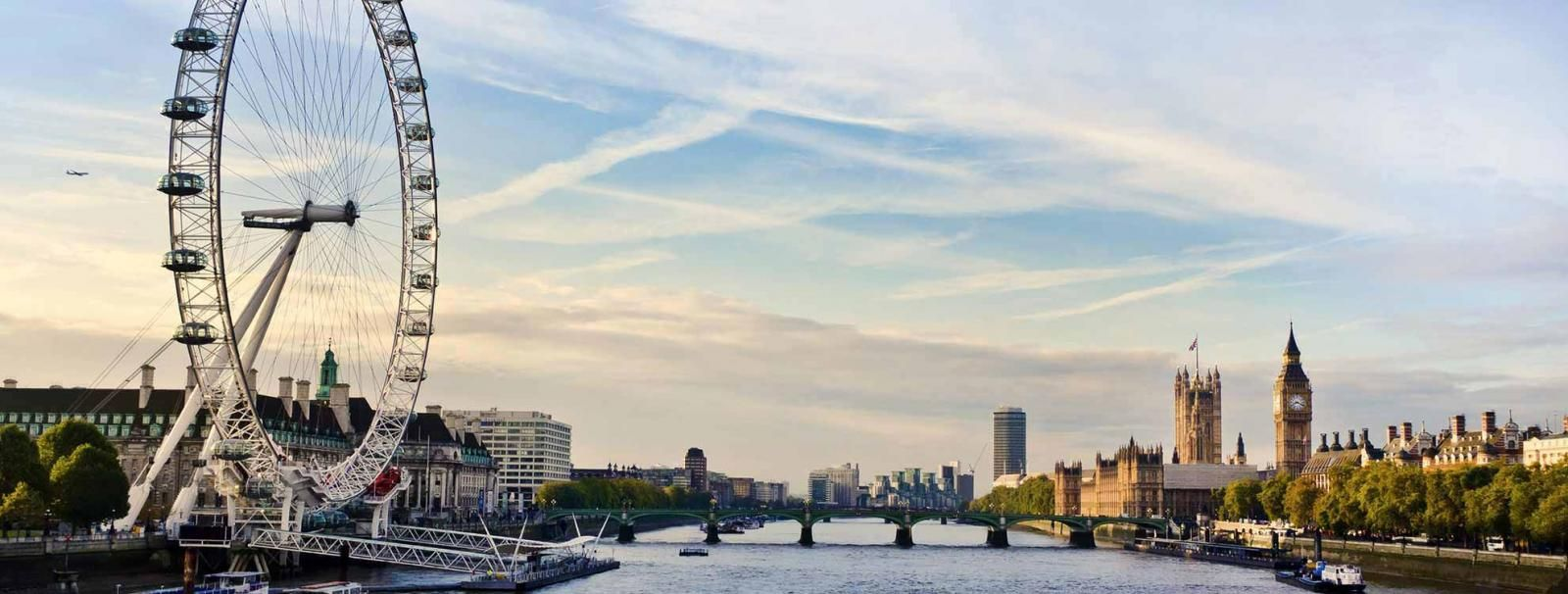 Find and get best apartments featured as::-  -Centrally located and well connected to london city - Few minutes walk from Canary Wharf underground station - O2 Arena is 3 minutes' tube ride