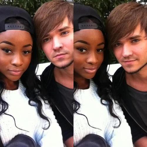 黒い女の子は白いが大好き