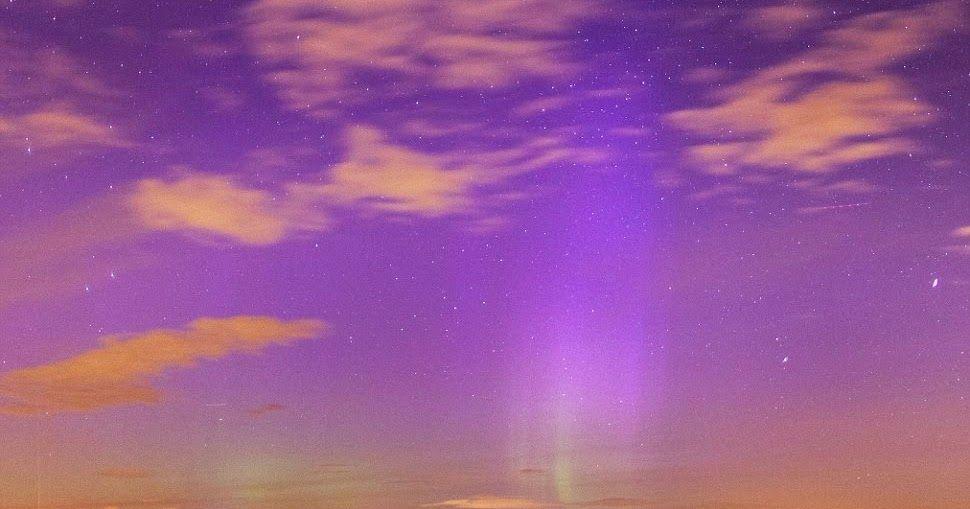 Gambar Langit Ungu Menakjubkan Langit Ungu Langka Muncul Di Inggris Reads A Blog Viral Langit Warna Ungu Usai Badai Michael Di 2020 Gambar Langit Malam Musim Panas