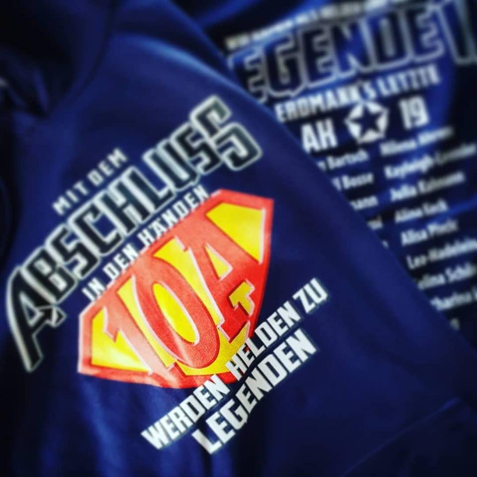 Blauer Pulli Mit Superhelden Motto Werden Helden Zu Legenden