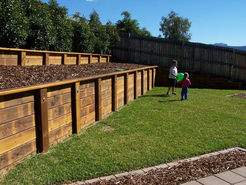 retaining wall - timber landscaping