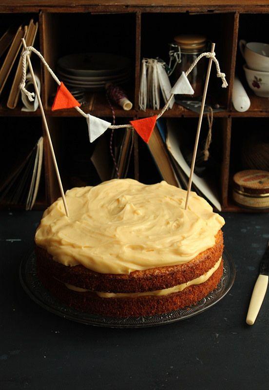 carrot cake with vanilla cream