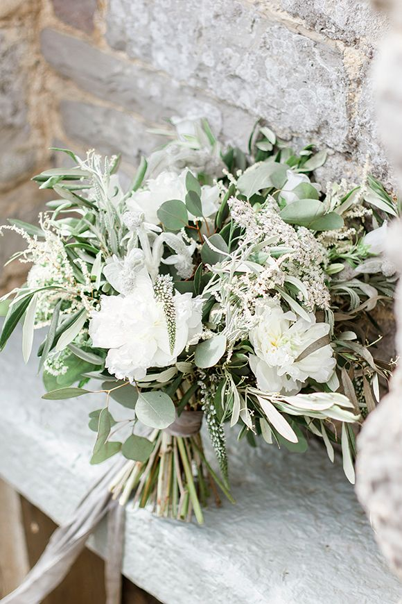 Simple white and green blooms | Grace Loves Lace