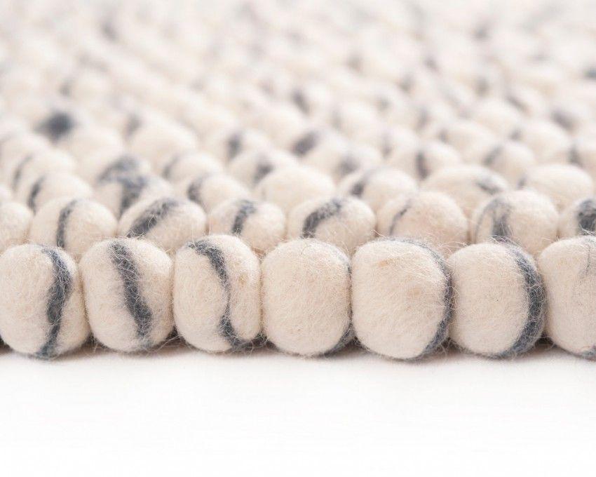Vores unikke og simple mønstre skaber sit helt egen charme med kombination af den creme hvide farve.