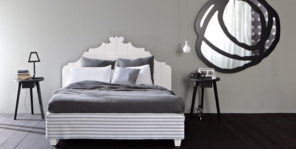 For the art of good sleep, the bed has to combine design, comfort and quality of materials, just as for the bed collection Gray Gervasoni: headboard in walnut, adjustable slat supports and removable cover, design Paola Navone.