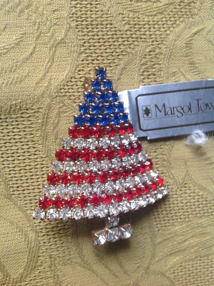 Patriotic Christmas Tree Pin By Margot Townsend A Nod To The American Flag Red And White Stripes W Patriotic Christmas Tree Patriotic Christmas American Flag