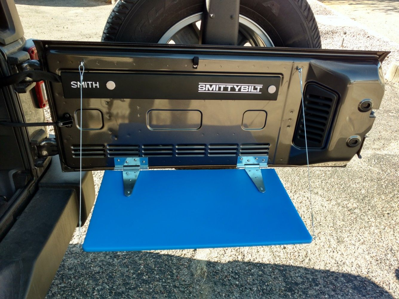 Diy Jeep Wrangler Unlimited Tailgate Table Jeep